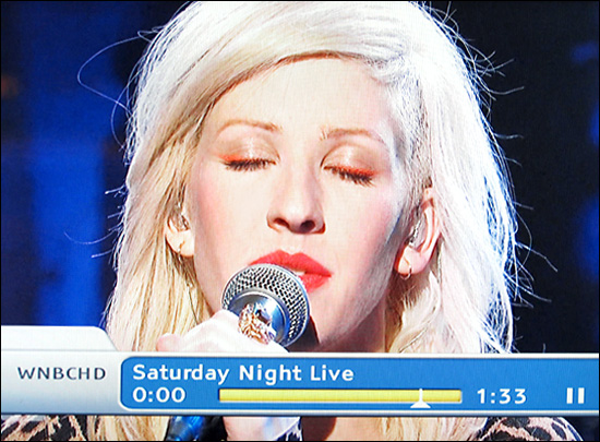 Ellie Goulding looking cool on SNL